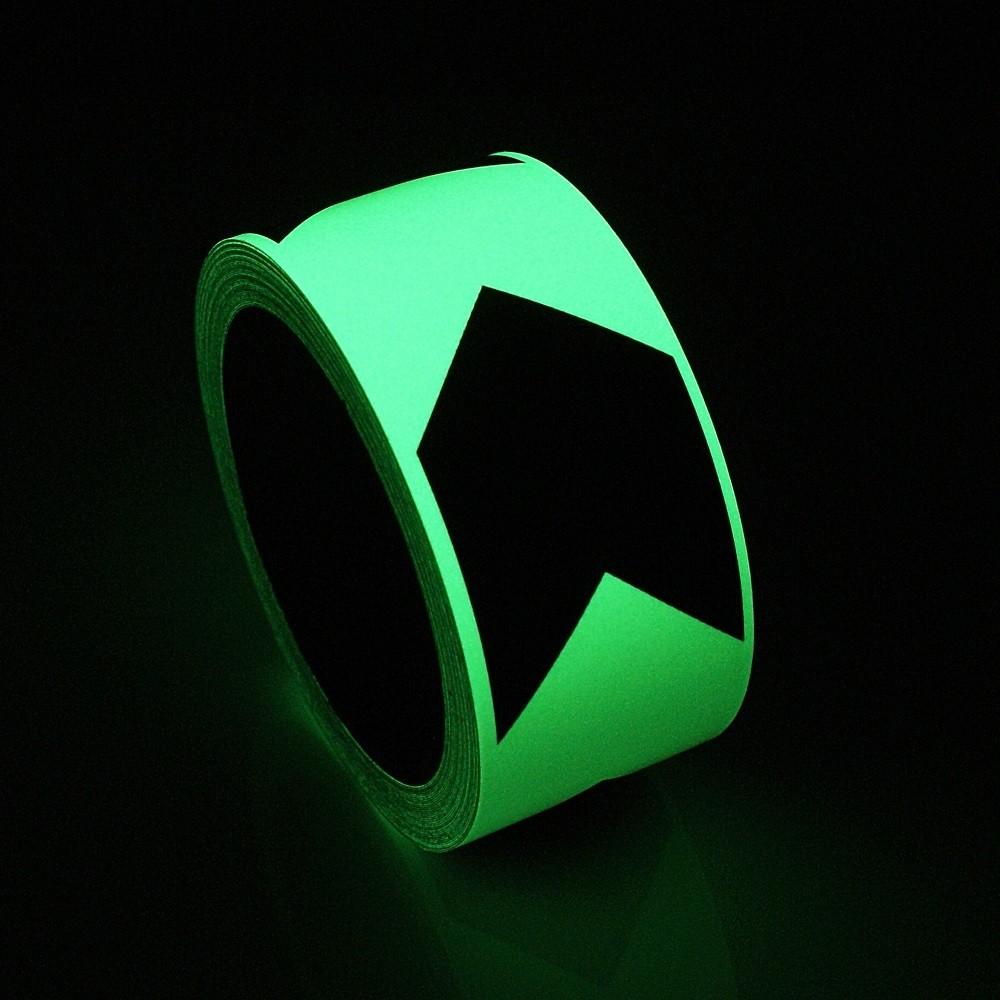 samolepiaca páska svieti v tme