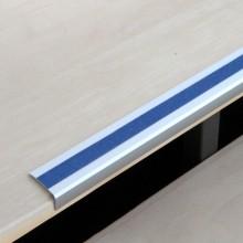 Protišmykový hliníkový profil na schody s modrou protišmy...