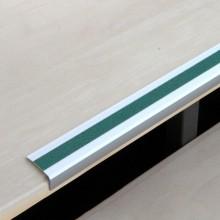 Protišmykový hliníkový profil na schody so zelenou protiš...