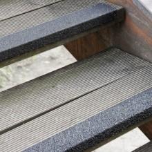 Protišmykový sklolaminátový profil na schody stredné zrno...