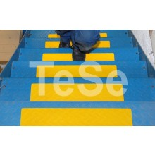 Protišmyková páska tvarovateľná žltá (prispôsobuje sa pov...